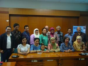 Foto sebagian keluarga INDOSTAFF – 29 November 2013